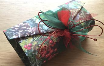 A Wondrous Way to Wrap Gifts!