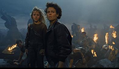 Newt and Ripley after the crash