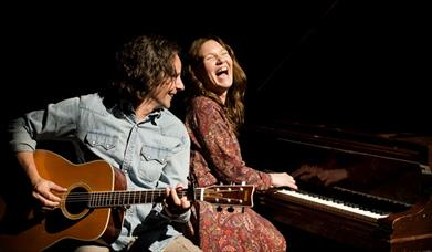 musicians playing songs by Carole King and James Taylor